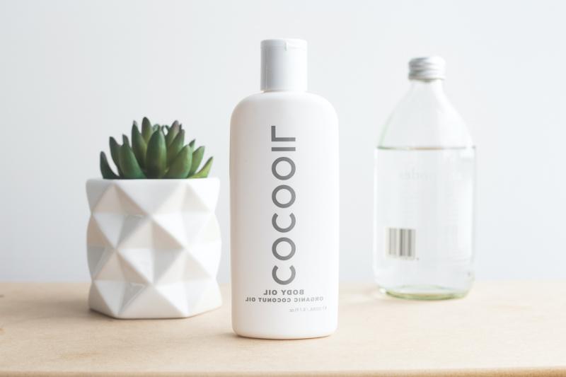 traitement repousse cheveux efficace une bouteille d huile de coco