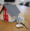 une maison de vacances une petite maison et des clés