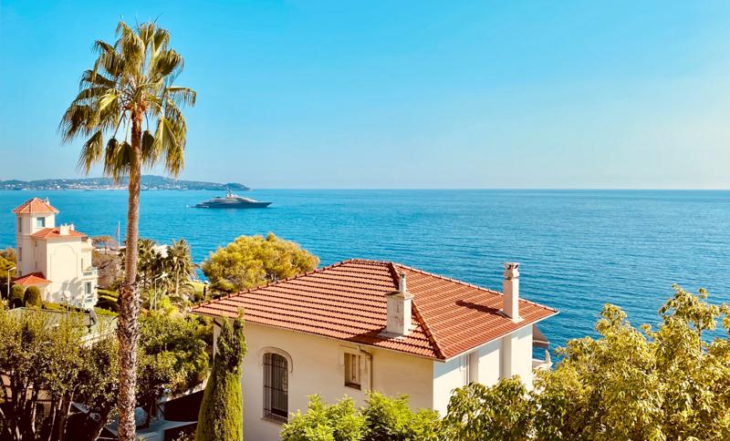 villa de vacances au bord de la mer méditerrannée