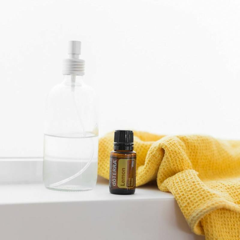 vinaigre blanc menage nettoyer à l aide de vinaigre ménager et huile de citron