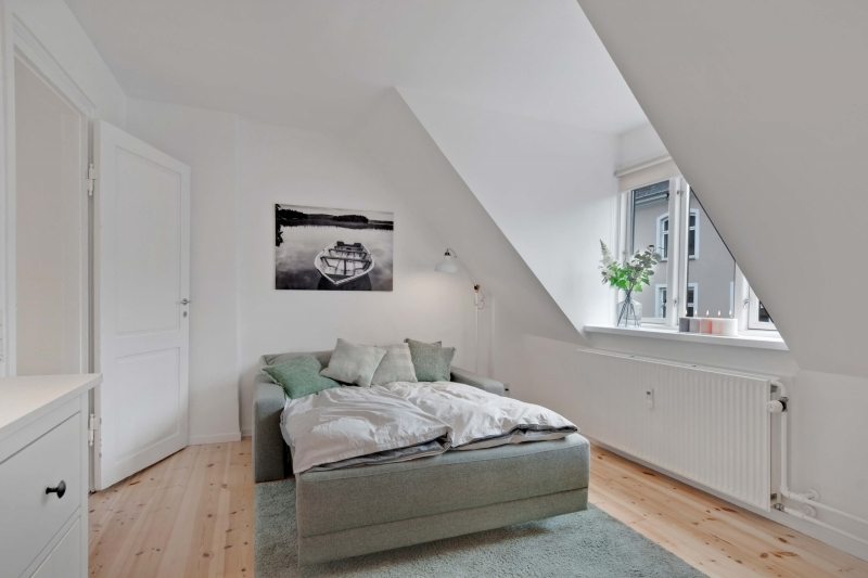 chambre adulte cocooning peinture blanche parquet bois
