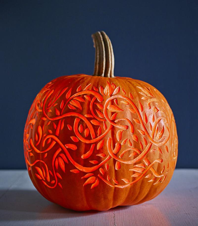 citrouille halloween décoration découpe originale et jolie courge sculptée en vignes