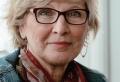 Coupe de cheveux courte pour femme de 60 ans avec lunettes. Toujours aussi belle !