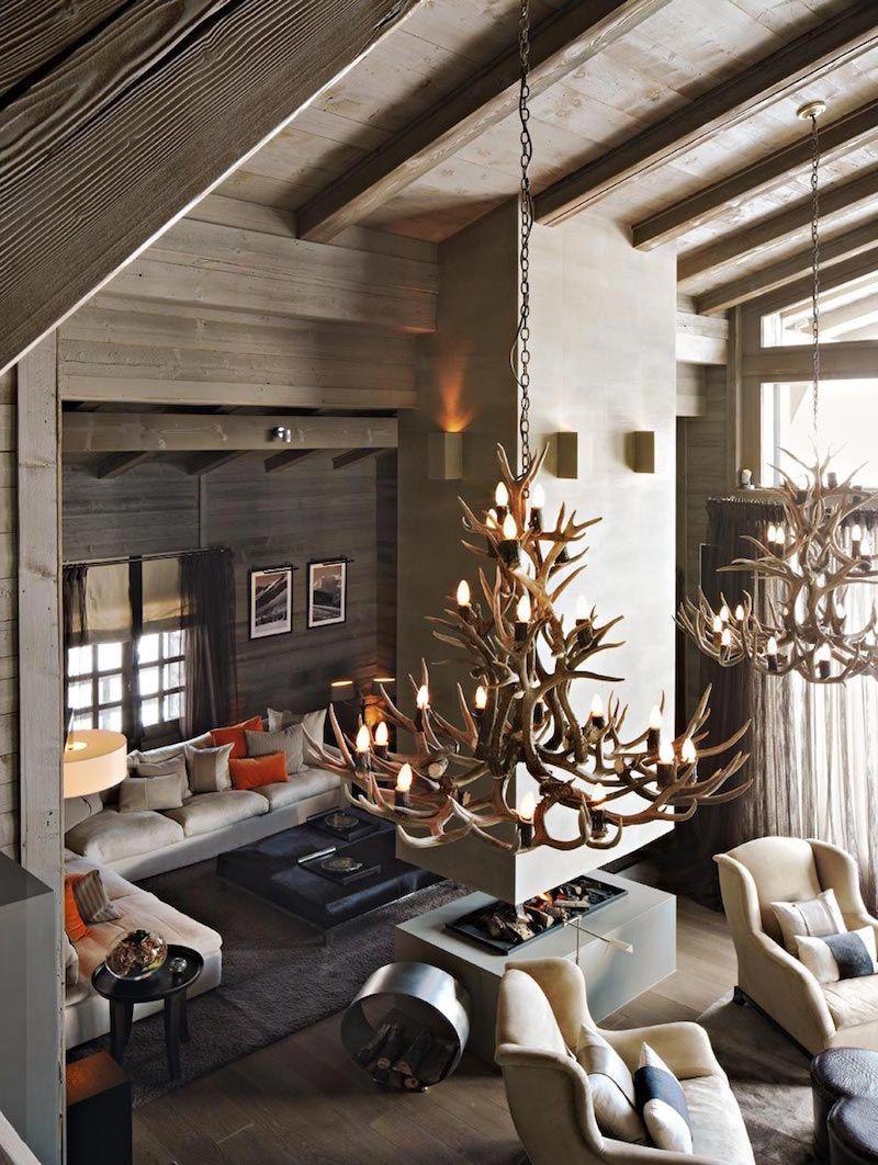 deco chalet montagne lustre en bois deco en gris clair et gris fonce cheminée deux faces