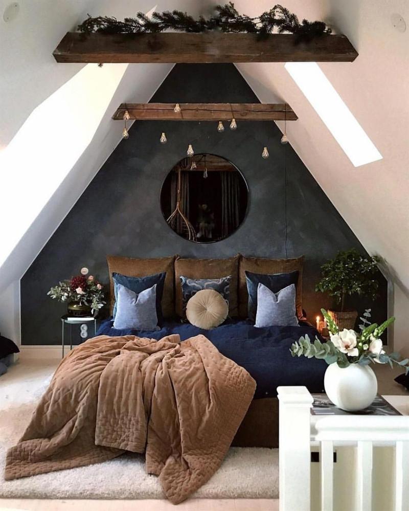 deco chambre chalet scandinave mur en gris anthracite poutres en bois foncé