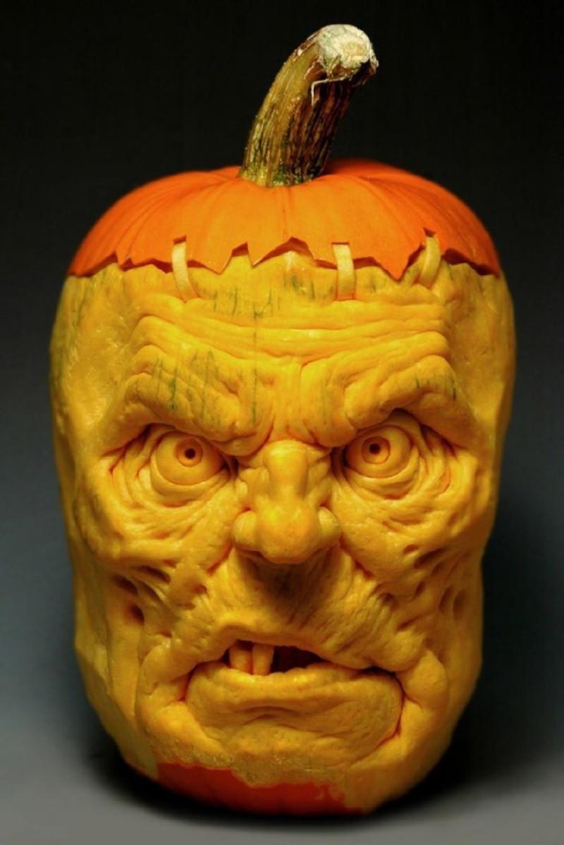decoupe citrouille halloween visage d homme qui fait peur réaliste tete originale