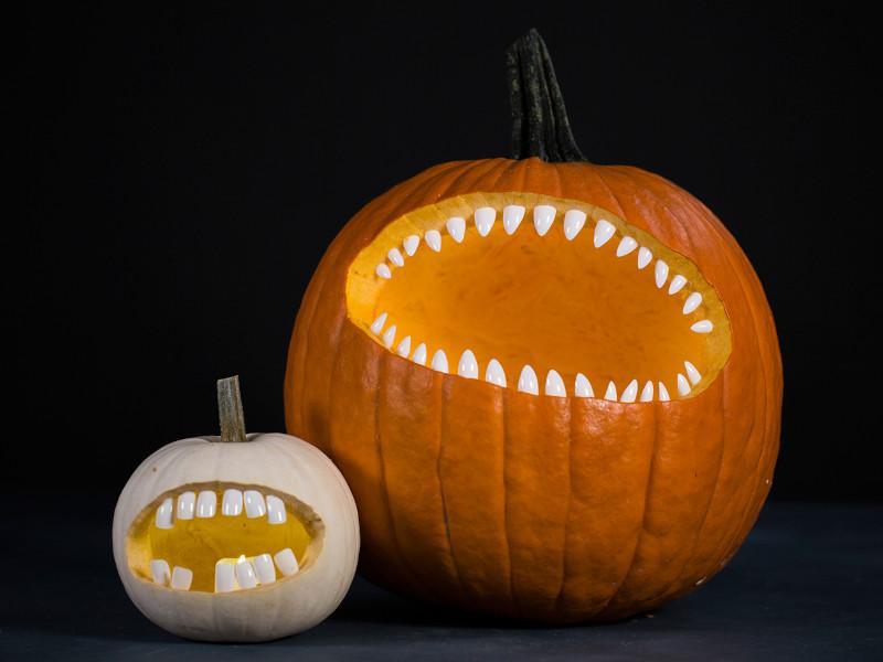 exemple citrouille halloween des monstres affamés bouche bée pleine de dents aigues