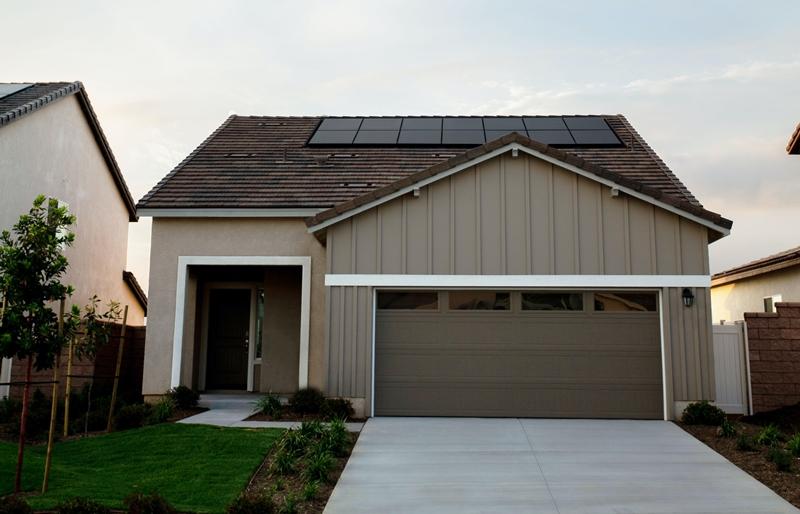facade maison pannels solaires amenagement garage organisation
