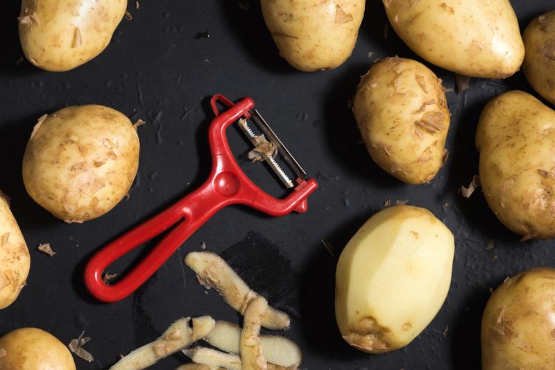 germe pomme de terre peler les pommes de terre
