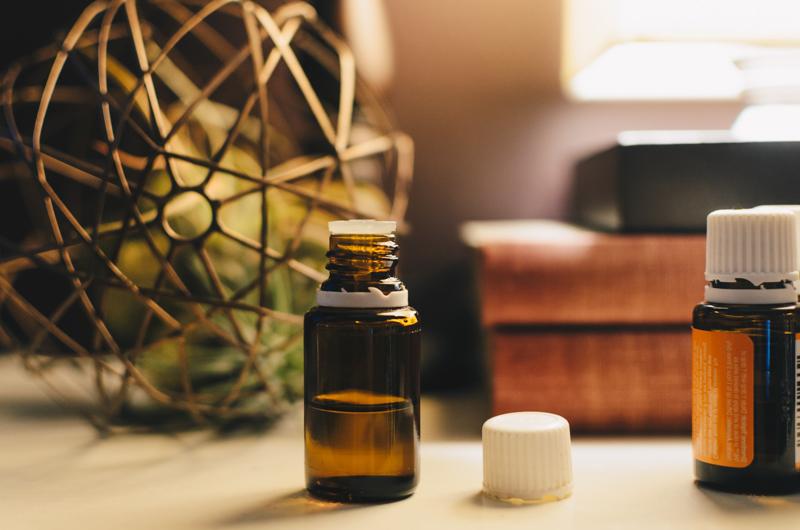 huile anti cellulite fait maison une petite bouteille d huile essentielle
