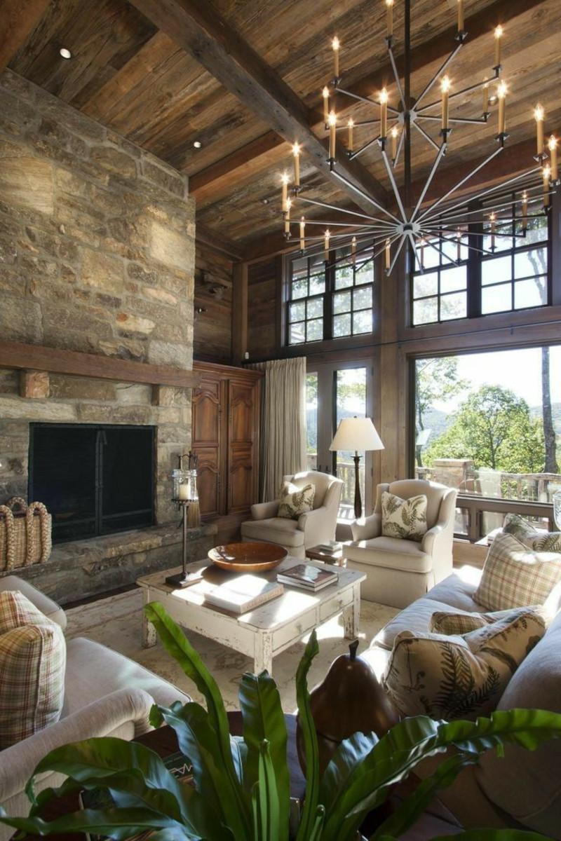 interieur chalet cheminée en pierre brute lustre rustique mobilier en tons clairs