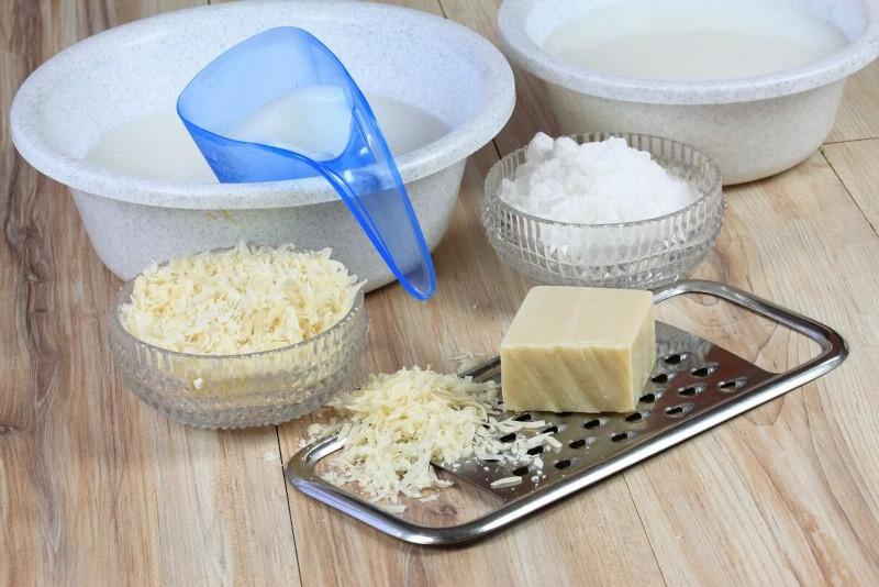 lessive maison au savon de marseille raper du savon ajouter du bicarbonate de soude