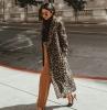 manteau tendance pantalon caramel pull a col roulé noir escarpins noirs