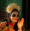 maquillage halloween pour femme courone fleur tete squellette