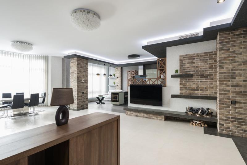 modérniser son intérieur murs en briques gris meubles en bois massif