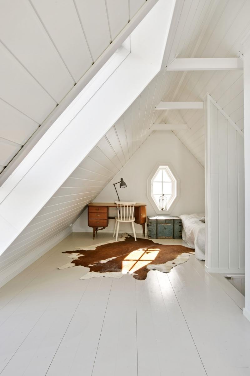 petit espace sous combles design chambre blanche cocooning