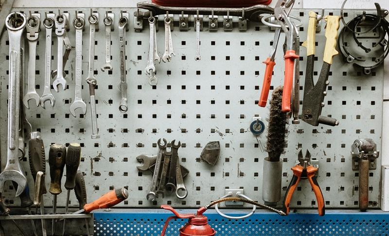 rangement mural garage organisation outils mecanique panneau perfore