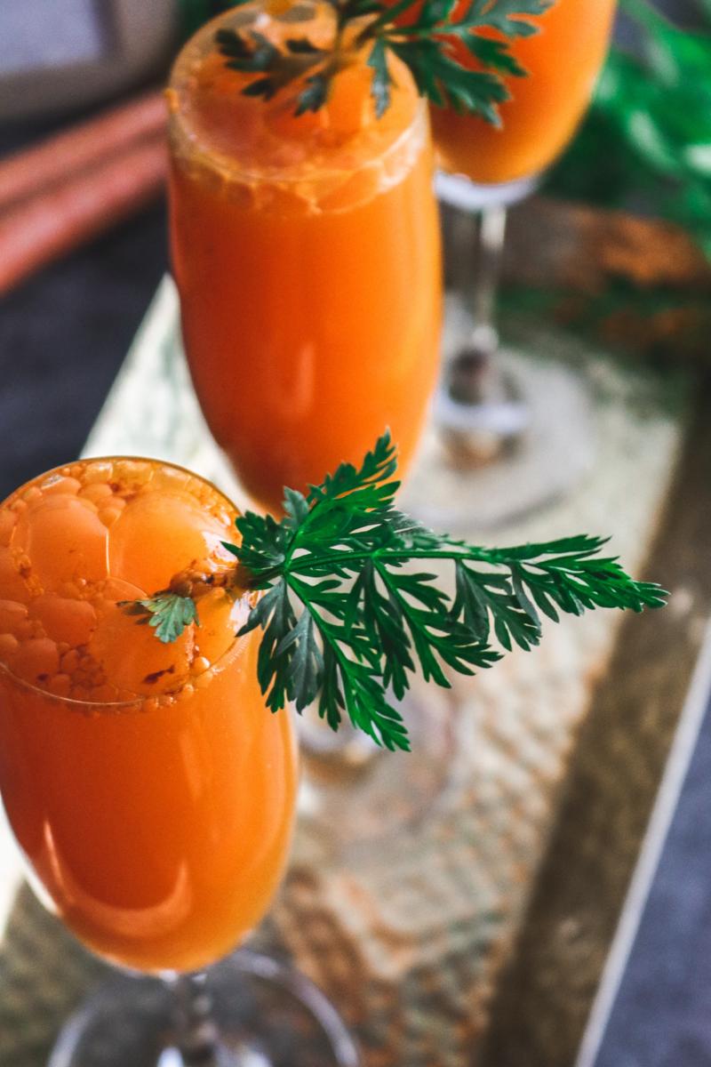 recette fanes de carottes jus de carottes dans des verres