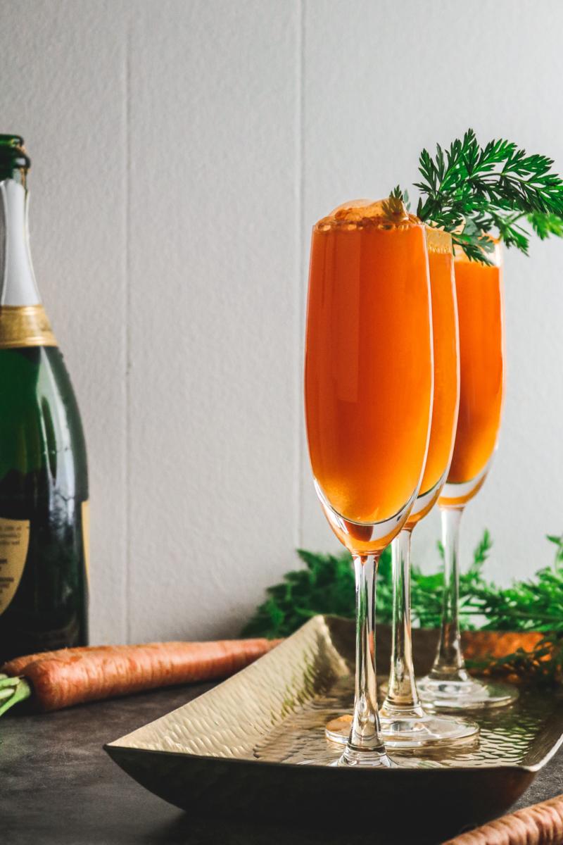 recette fanes de carottes verre de jus de carottes décoré par ses fanes