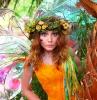 robe orange couronne de fleurs et des ailes colorées déguisement de fée coloré