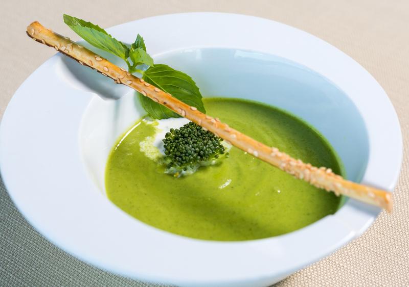 soupe fanes de carottes un bol rempli de soupe verte