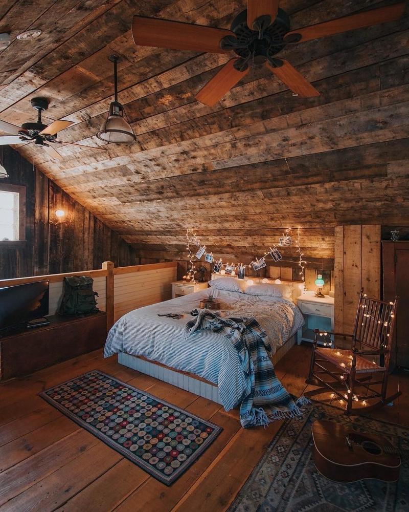 ventilateur plafond chambre sous pente bois chaise guirlande photo