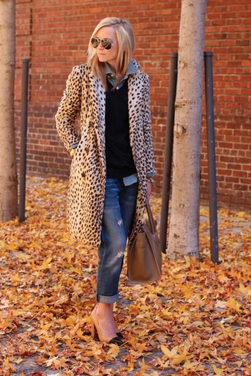vetements femme tendance jean bleu boyfriend pull col en v chemisier manteau léopard